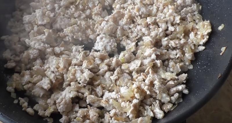 Обалденный кабачковый рулет с изобилием куриного фарша: проще и вкуснее оладий. И гарнир и второе в одном блюде.