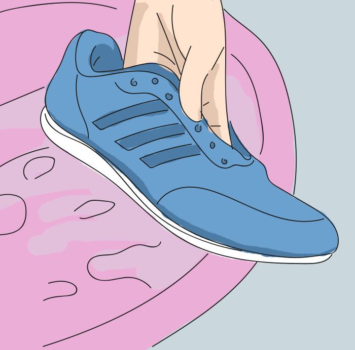 Она обмотала пальцы на ногах лейкопластырем. Узнав силу этого приема, делаю так всегда!