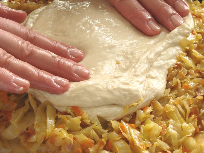 Заливные пироги на любой вкус и цвет: 27 самых вкусных начинок и 6 рецептов теста